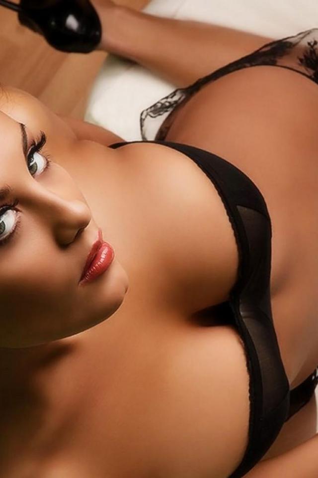 bryunetka-eroticheskie-porno-foto