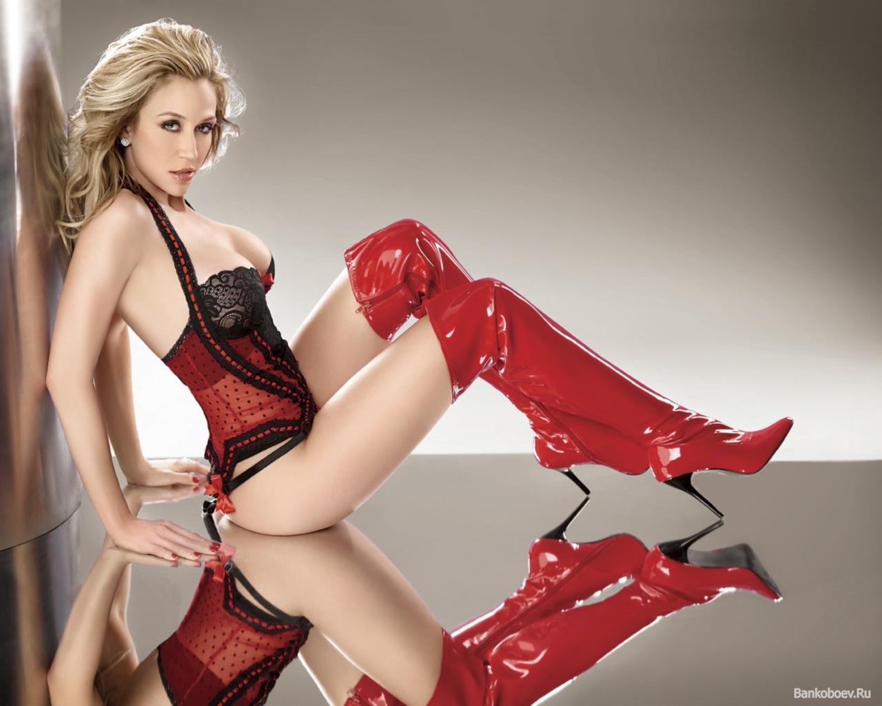 Секси в красном 1 фотография