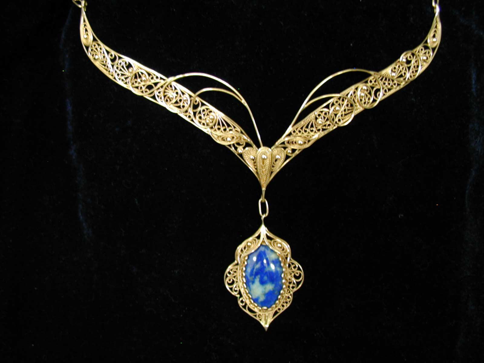 Кулоны,ожерелья,кольца,браслеты.  Все это аксессуары Подробнее.