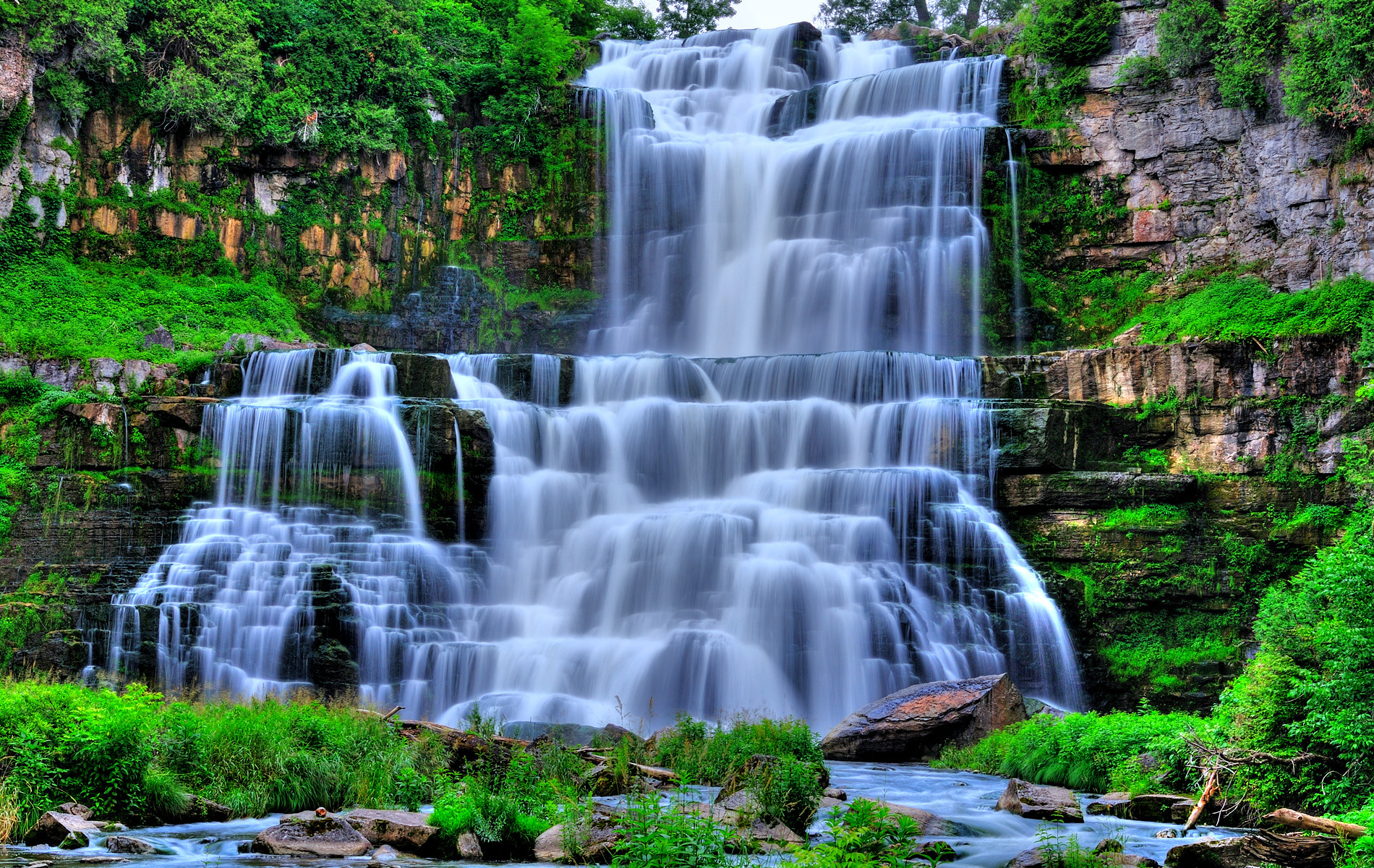 Водопад 1900 x 1200