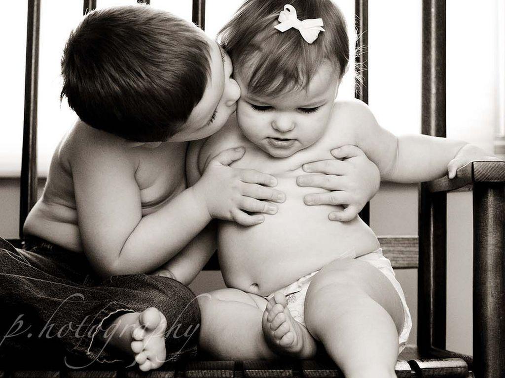 Трахаются рядом с малышом 14 фотография