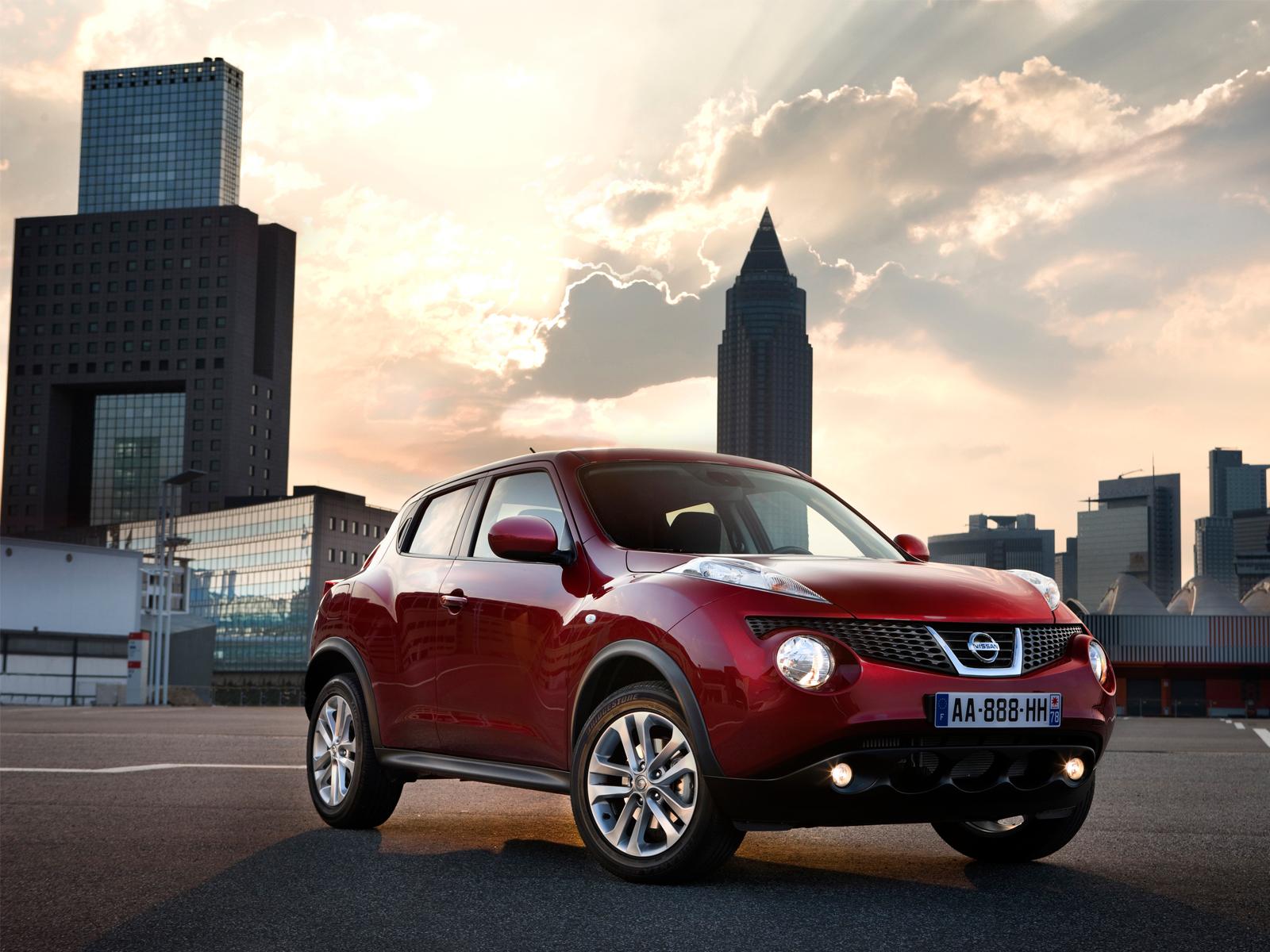 Фотографии Nissan Juke красный.