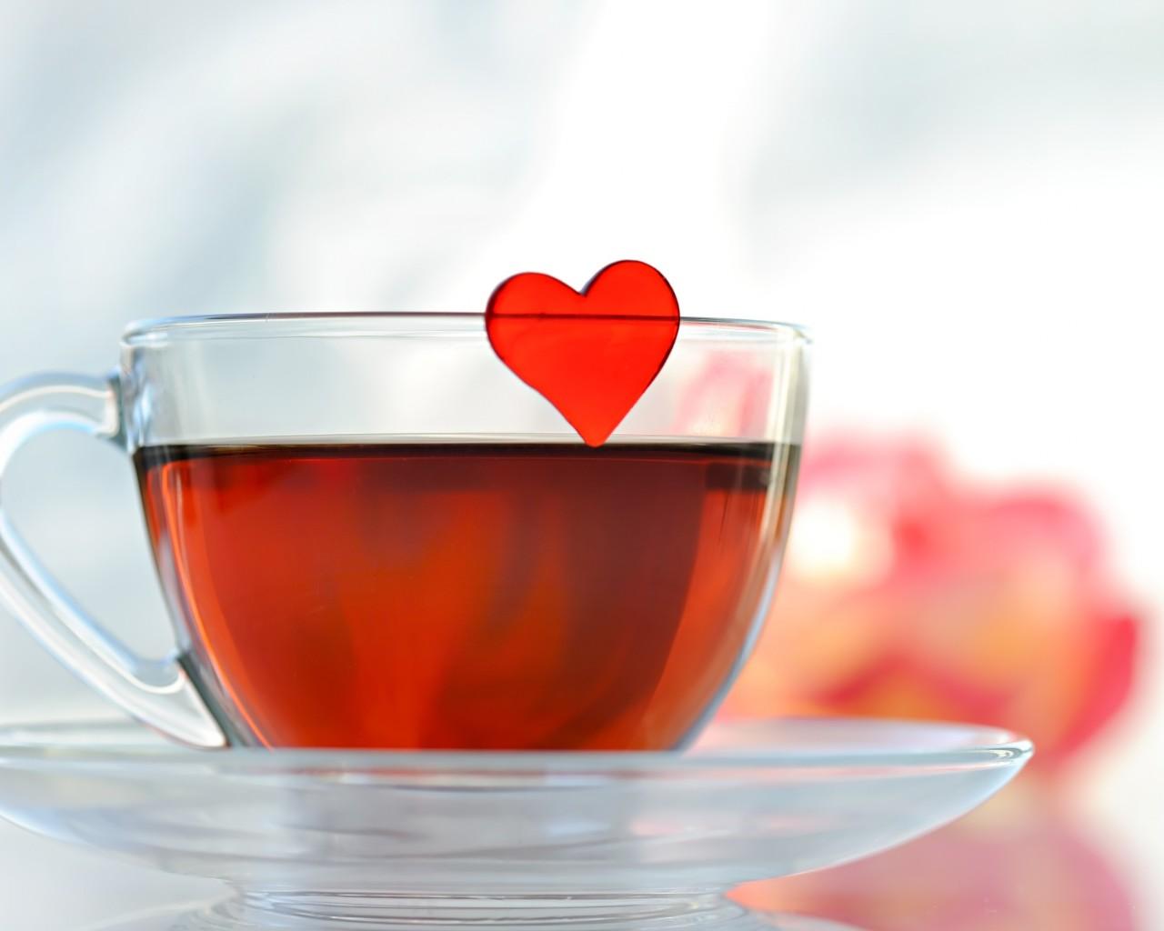 Обои красный фон сердечко нитки разное пряжа сердце