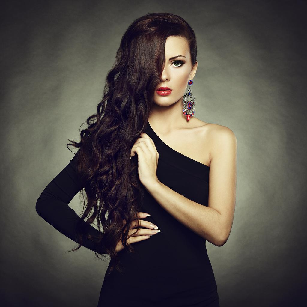 Фото девушки в черном платье 16 фотография