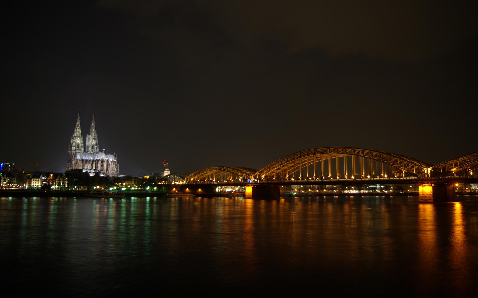 Ночной город 1680 x 1050